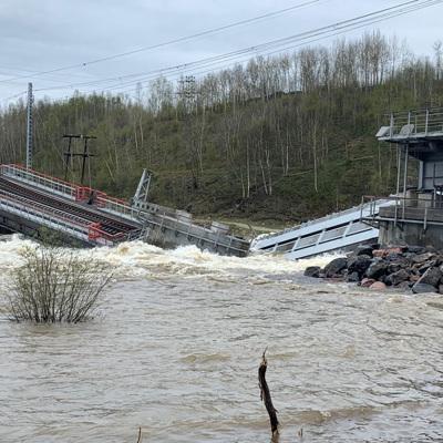 В Мурманской области сегодня обрушился железнодорожный мост