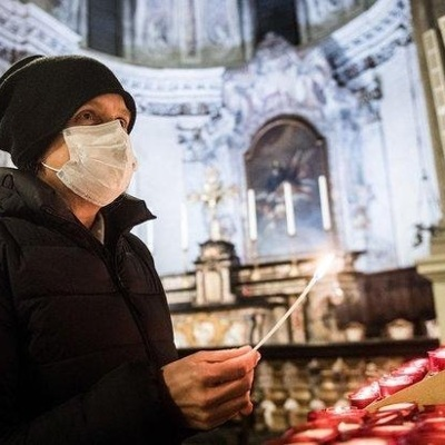 В РПЦ надеются, что прихожане будут приходить в храм только в масках