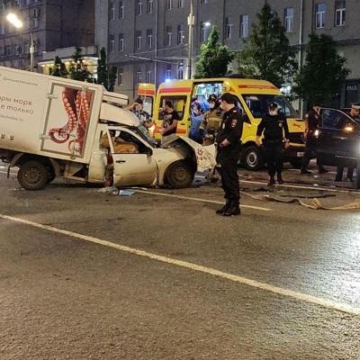 У Добровинского есть запись, на которой видно, как Ефремов выходит из машины после ДТП