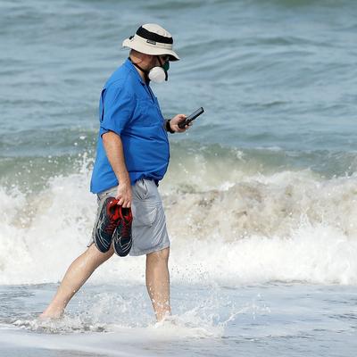 Риск заразиться COVID-19 во время пляжного отдыха остается высоким
