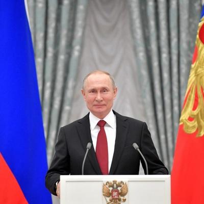 Путин поздравил работников морского и речного флота с профессиональным праздником