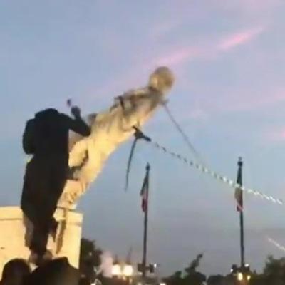 Протестующие в американским Балтиморе снесли памятник Христофору Колумбу