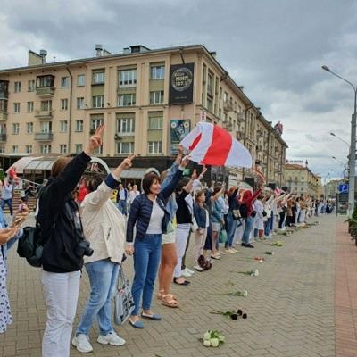 Жители Минска 15 августавновь начали выстраиваться в
