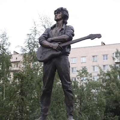Памятник Виктору Цою в установили в Санкт-Петербурге