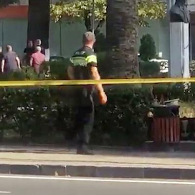 Уже более 5 часов мужчина удерживает заложников в грузинском Зугдиди