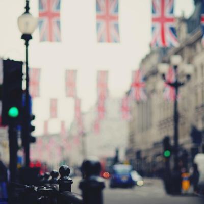 Жителям Британии могут начать платить за соблюдение самоизоляции
