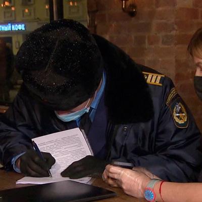 В Москве из-за нарушений сантребований по COVID-19 закрыли 5 магазинов и 7 кафе