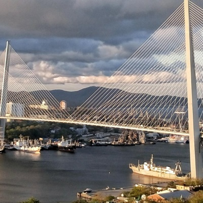 Владивосток: Движение под Золотым мостом закрывают на неопределенное время