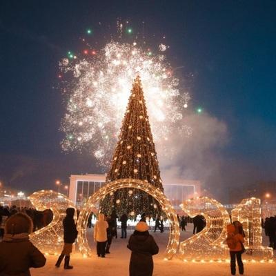 Первую новогоднюю ёлку России зажгли в Якутске