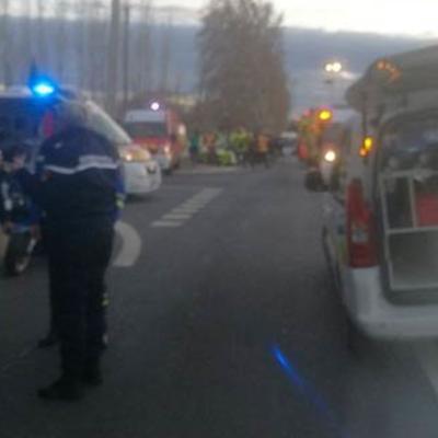 Во Франции 20 человек пострадали в результате аварии со школьным автобусом