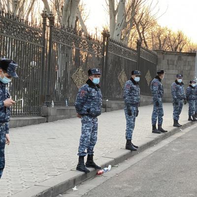 Полиция Еревана взяла под усиленную охрану резиденцию президента
