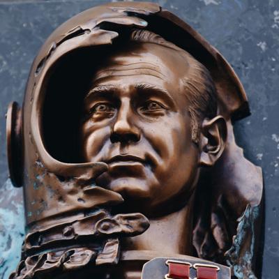 В Москве открыли стелу памяти космонавта Леонова