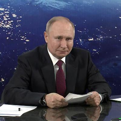 Владимир Путин предложил увеличить оклады российских космонавтов на 50%