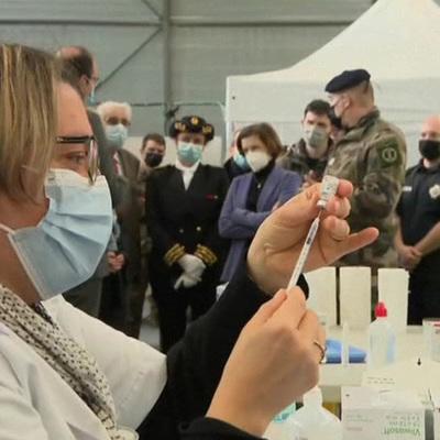 Суточный прирост новых заболевших коронавирусом в России составил 9 321 случай