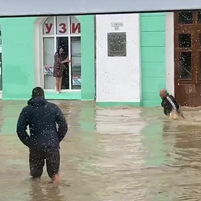 Мощные ливни оставили без воды почти 20 тысяч жителей Керчи
