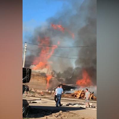 При пожаре на фабрике пиломатериалов под Владимиром пострадали два человека