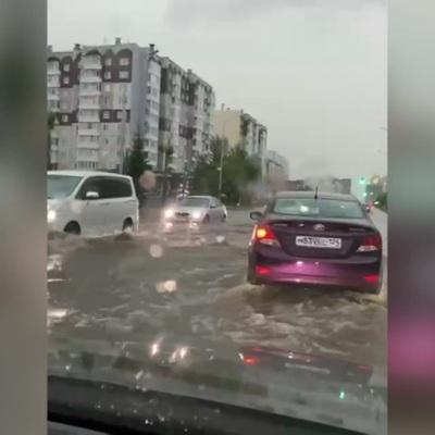 В Красноярске ливень размыл дороги