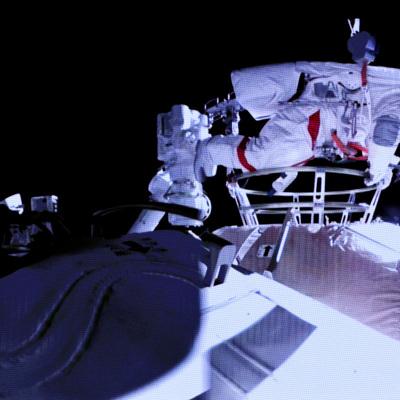 Центральное телевидение КНР показало возвращение на Землю трех тайконавтов