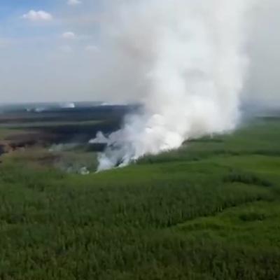 Под Оренбургом четвертый день борются с природным пожаром
