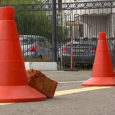 Автомобиль сбил двух детей на Дмитровском шоссе на окраине Москвы