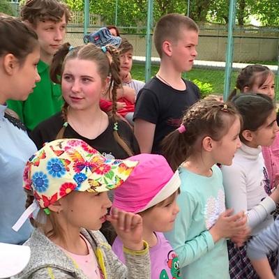 Российским семьям с детьми пообещали новые выплаты