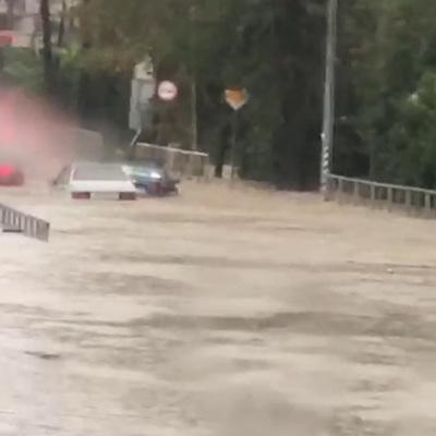 Движение на федеральной трассе в Сочи ограничено из-за затопления