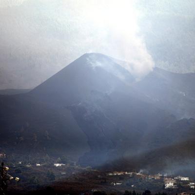 Вулкан на испанском острове Пальма возобновил извержение