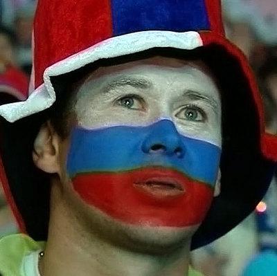 Перед футбольным матчем между сборными России и Бразилии начали разгонять облака