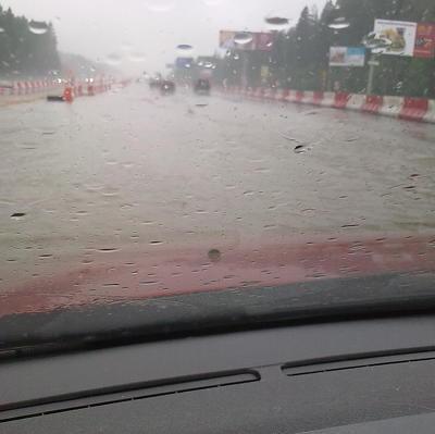 Власти Тулы устраняют последствия сильного ливня, затопившего город