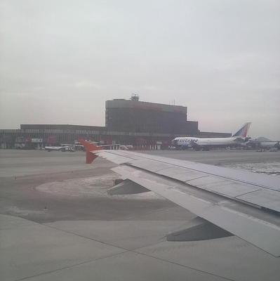 В аэропорту Архангельска из-за ледяного дождя отменяют рейсы