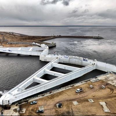 В Санкт-Петербурге начали закрывать затворы дамб в связи с угрозой наводнения