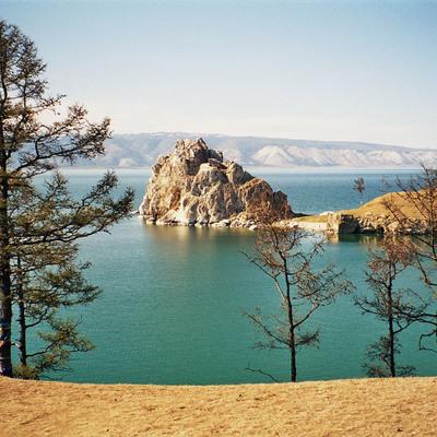 Поток туристов на озеро Байкал необходимо ограничить