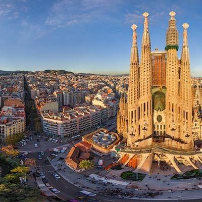 Около 100 жителей Барселоны выразилипротест против растущего числа туристов