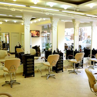 В Подмосковье открываются более 5 тысячсалонов красоты и парикмахерских