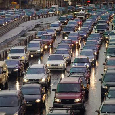 Автомобилистам в Москве рекомендовали пересесть на общественный транспорт