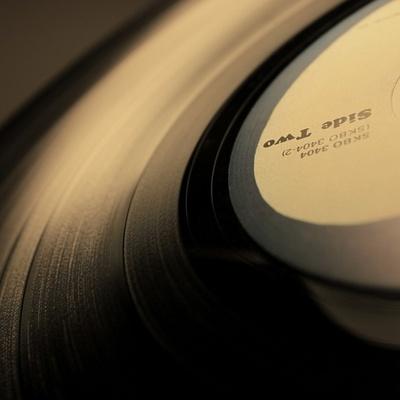 Продажи виниловых пластинок продолжат расти и достигнут пика в этом году