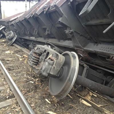 15 вагонов с рудой сошли с рельсов в Тульской области