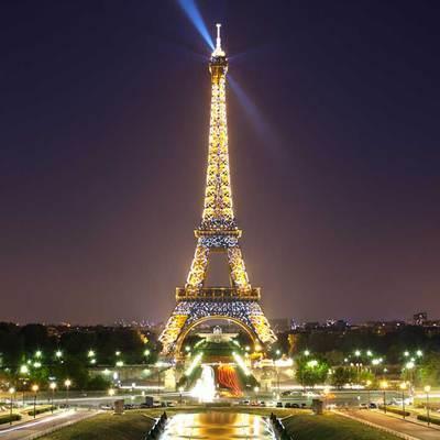 Протестные акции затруднили доступ на Эйфелеву башню