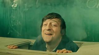 """Геннадий Хазанов в роли учителя в итальянской школе (киножурнал """"Ералаш"""")"""