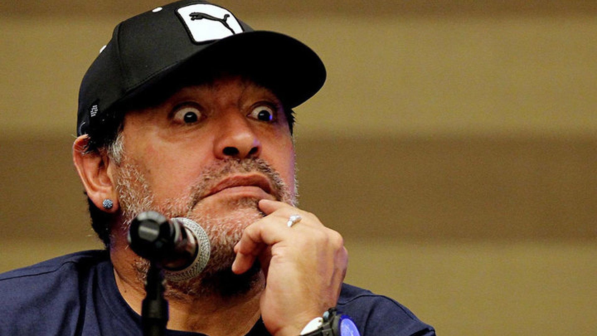Диего Марадона посоветовал тренеру Аргентины не возвращаться домой