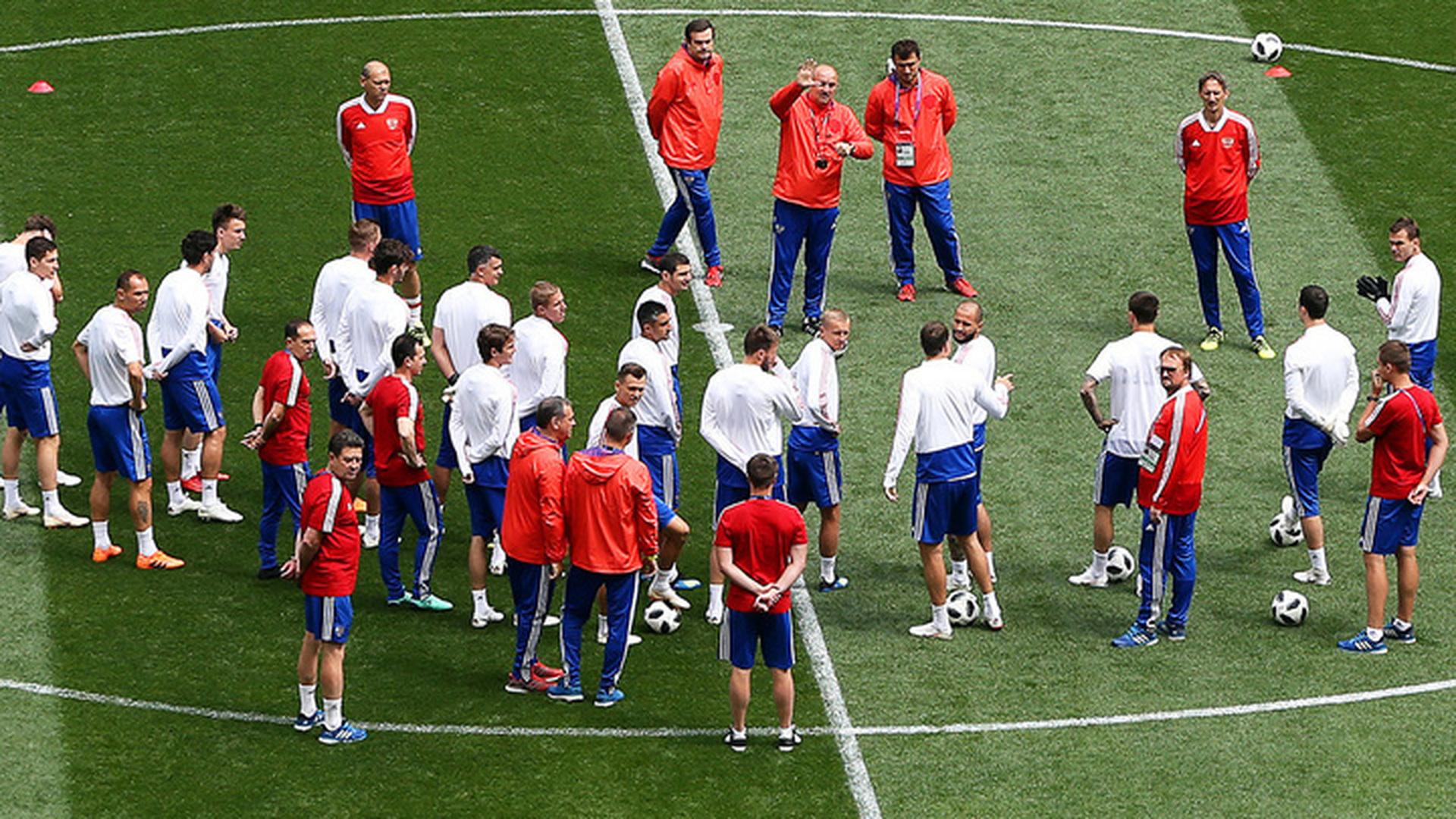 Россияне Дзюба и Головин сыграют против Испании с первых минут