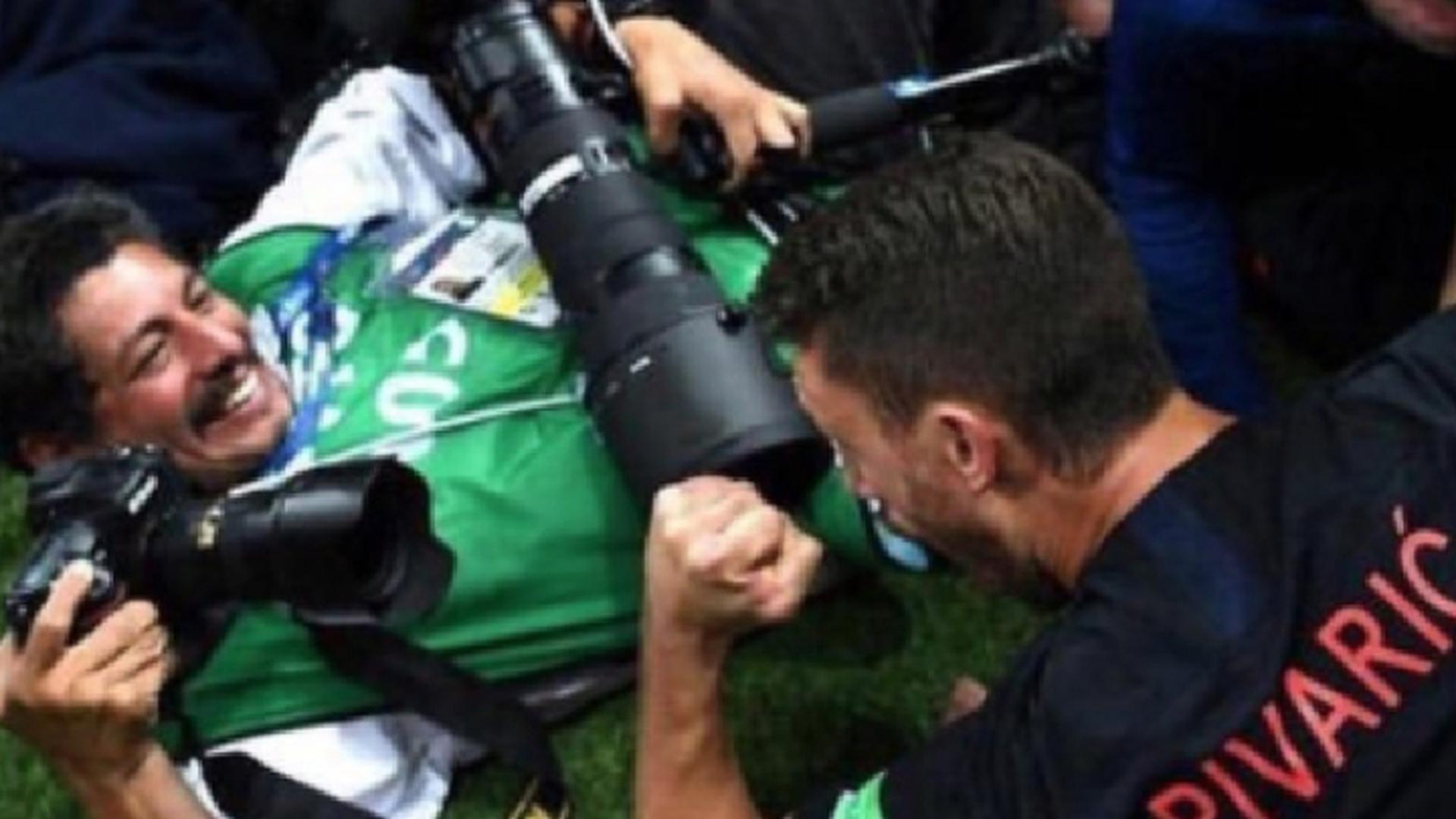Хорватские футболисты чуть не задавили фотографа из Сальвадора