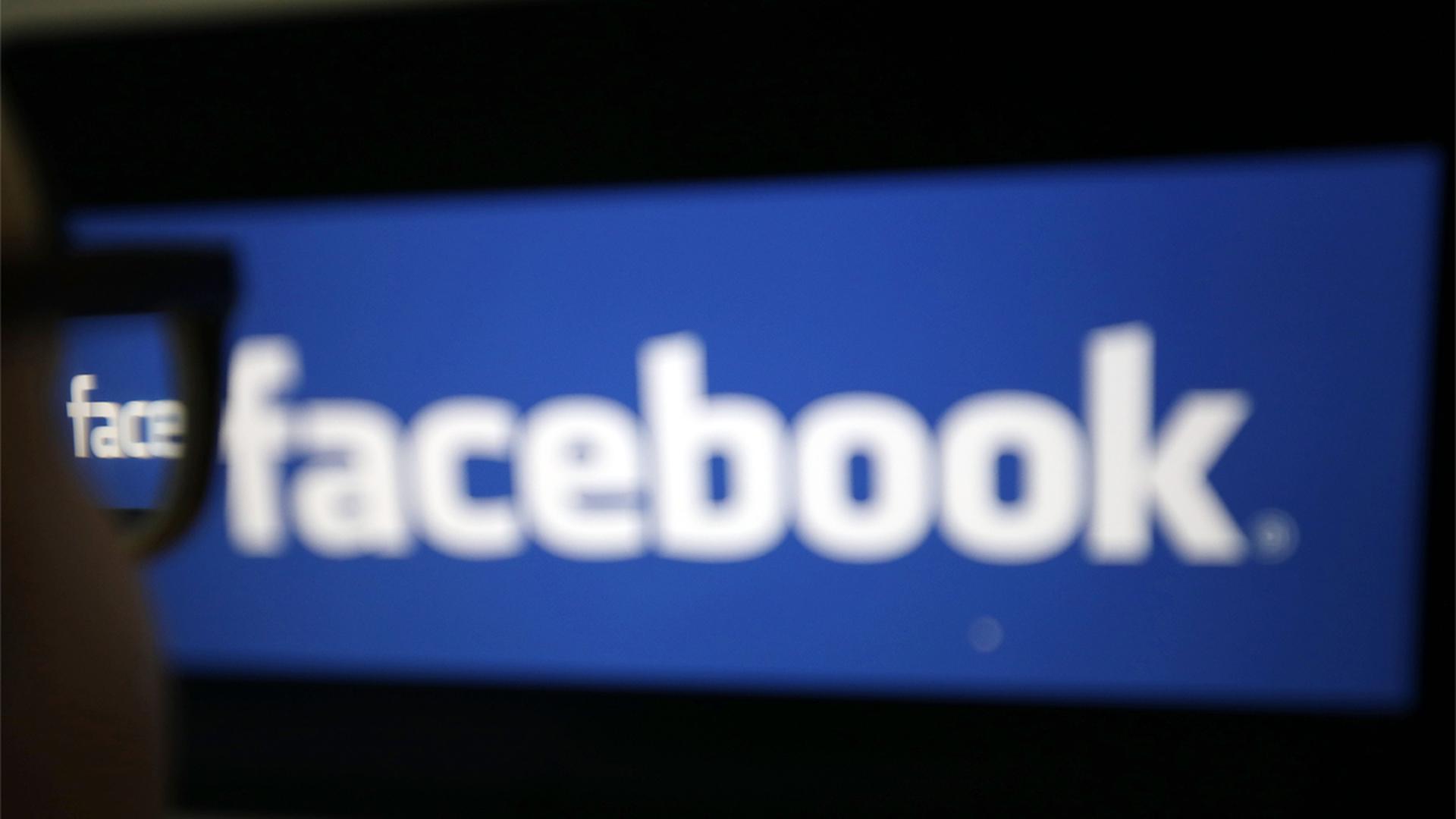Facebook подсматривает за владельцами iPhone через камеру