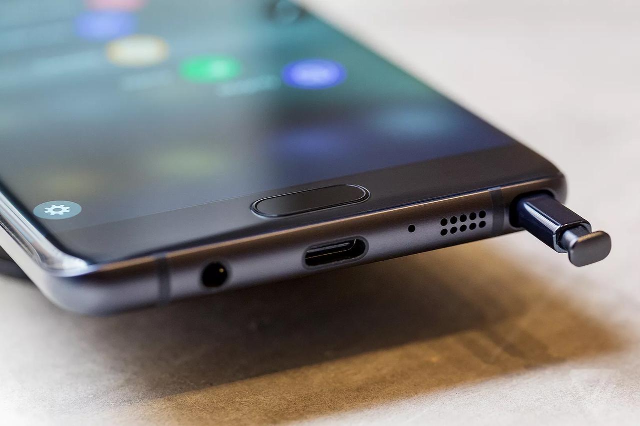 Samsung получил патент на телефон со встроенным алкотестером