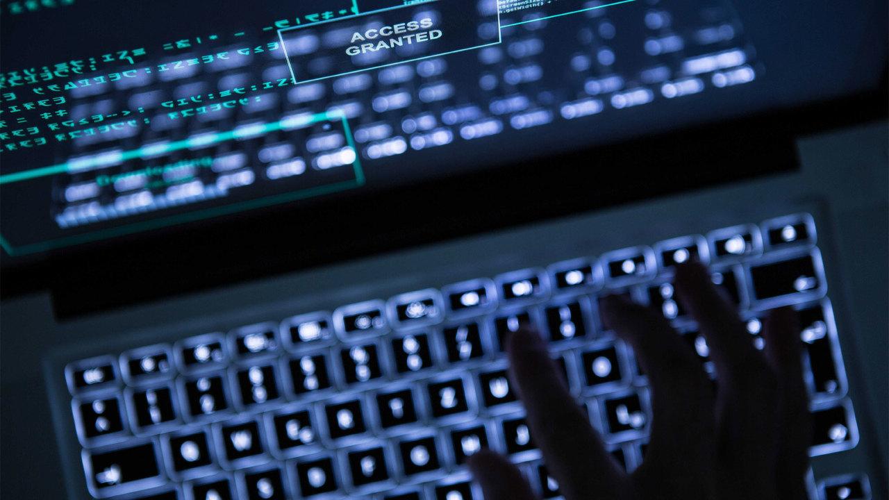 Тысячи паролей от аккаунтов чиновников Великобритании продаются в Сети