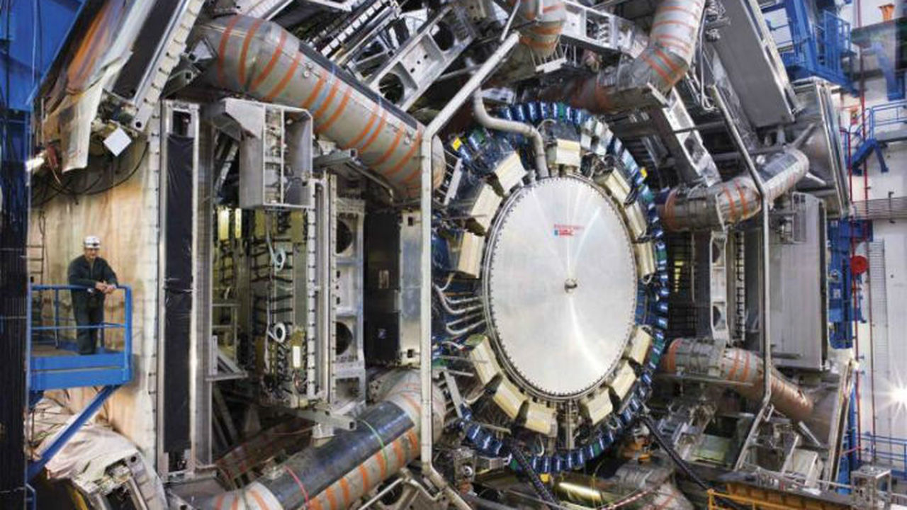 Найдены доказательства прямого распада бозона Хиггса на фермионы