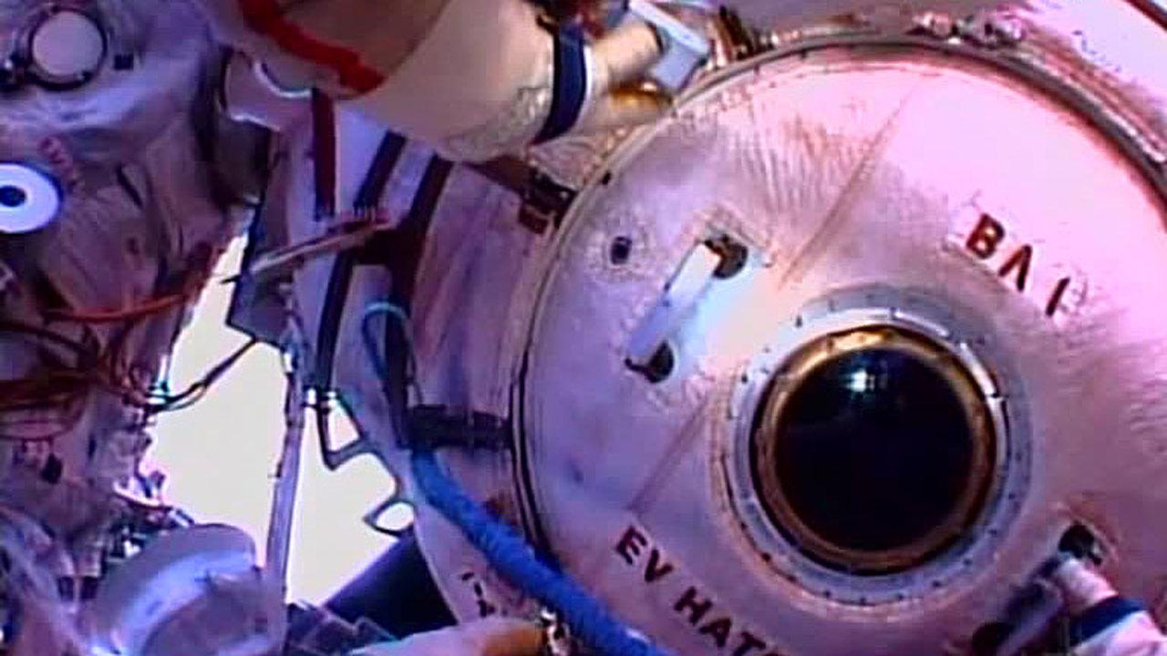 Уборка на МКС: россияне провели санитарный выход в открытый космос