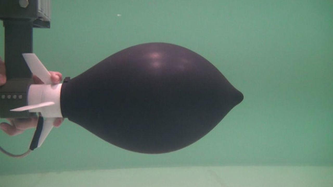 Новый скоростной подводный робот движется, как осьминог