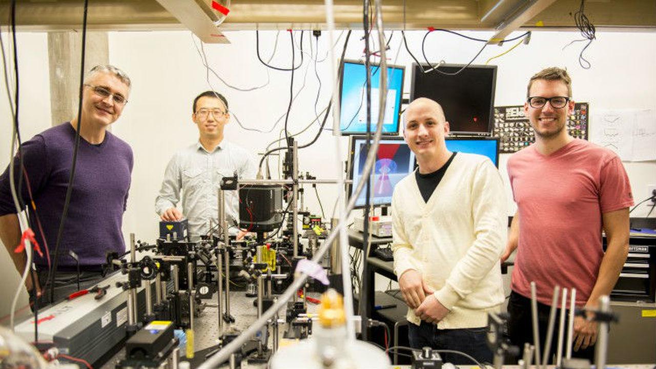 Учёные с помощью лазера впервые охладили жидкость