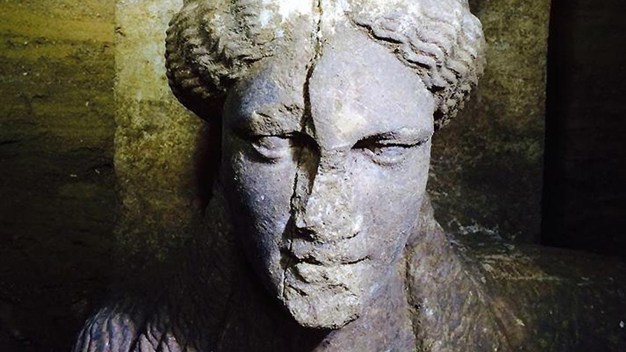 Одна буква меняет всё. Кому принадлежит грандиозная гробница эпохи Александра Македонского?